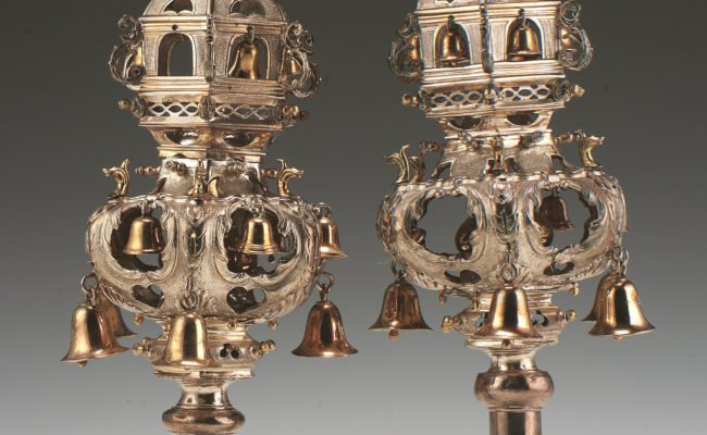 3 tiered hexagonal silver rimmonim with bells