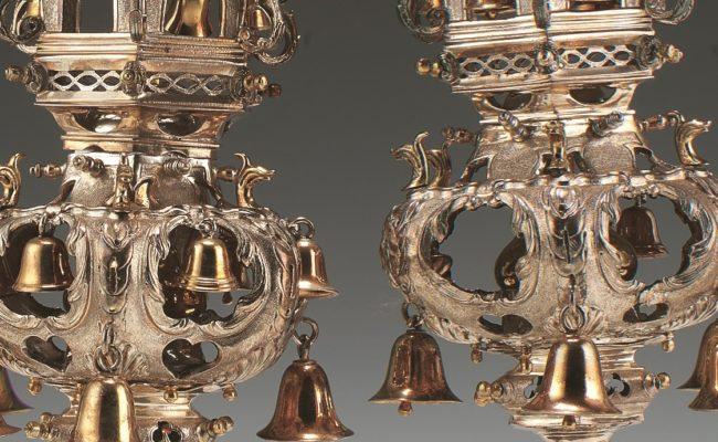 Gold rimmonim with bells