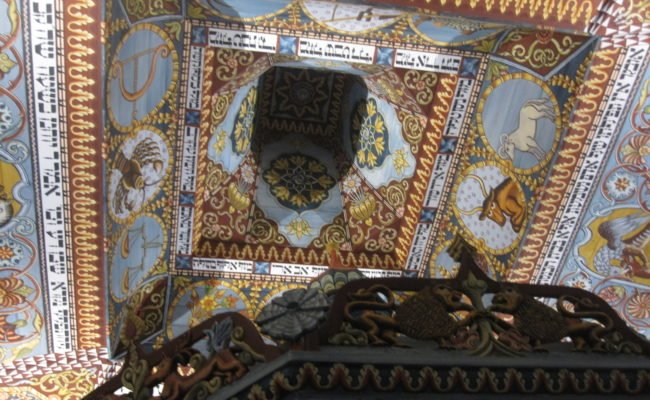 Reconstruction of the bimah and ceiling of the Gwoździec Synagogue at POLIN Museum
