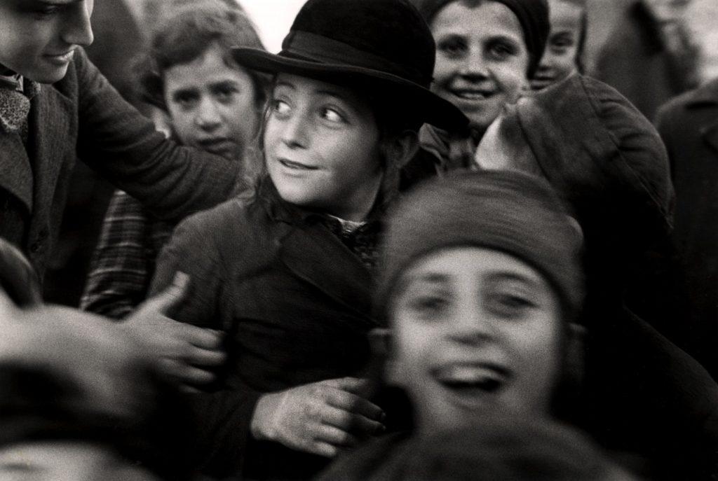 Roman Vishniac b&w image of group of children