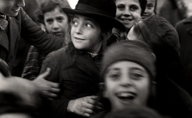 Roman Vishniac b&w image of group of children